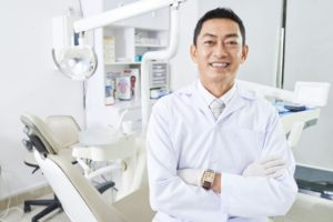 cheerful-dentist-with-arns-crossed-D34WL4P